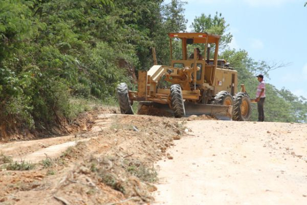 Renan Filho garante retomar obras do trecho da AL-145 entre Mata Grande e Água Branca